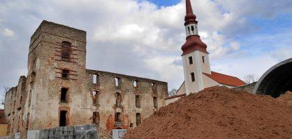Ehitustööd lossis ja selle ümber